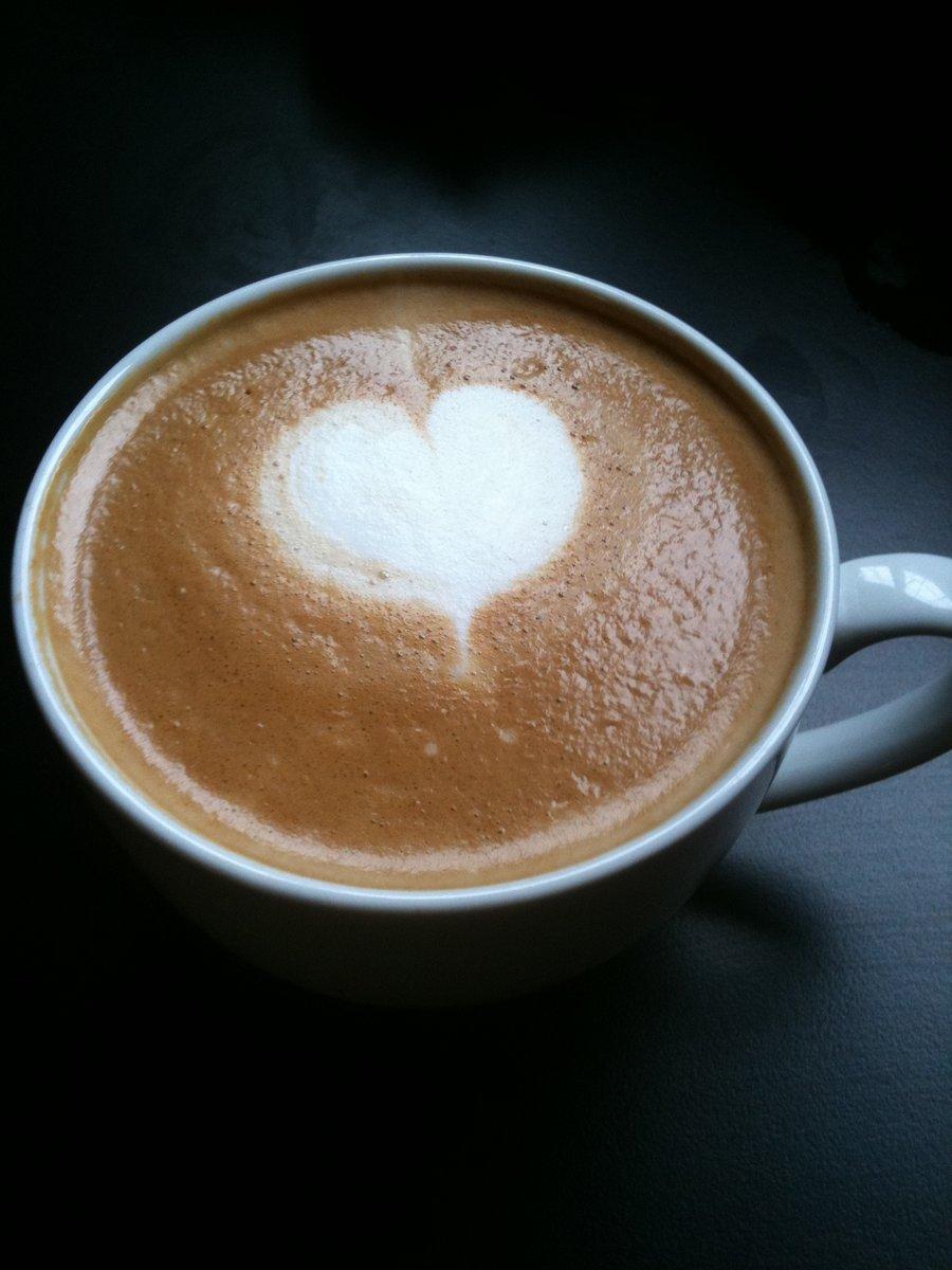 latte_art__heart_by_javabeancoffee-d3dsnie